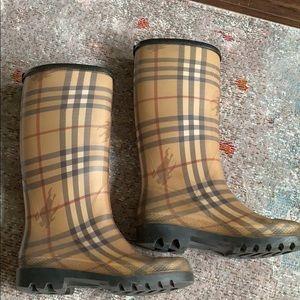 Burberry Haymarket Check Size 36 Rain Boot